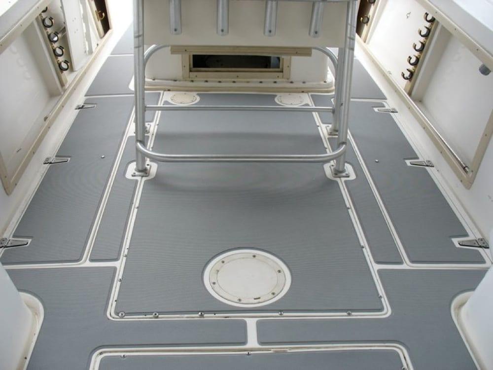 Mid cockpit floor