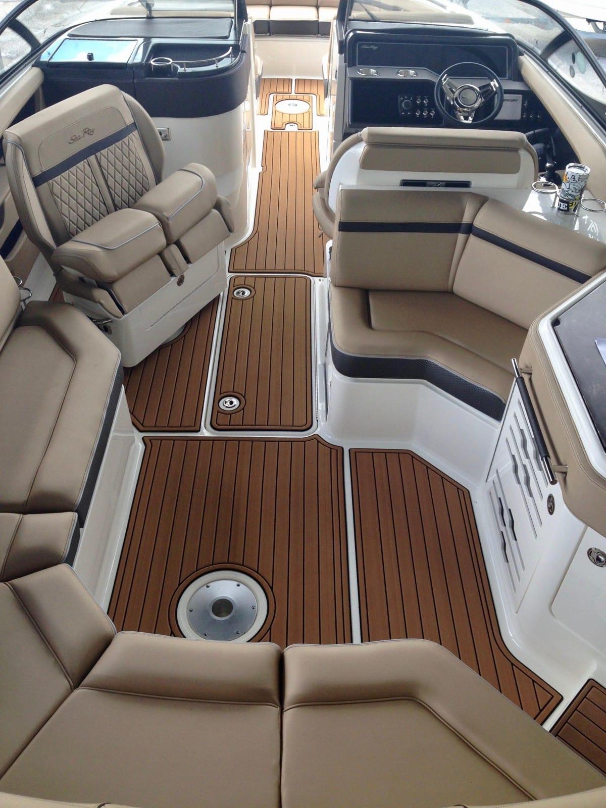 Cruiser Pleasure Boats Castaway Customs